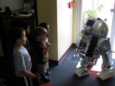 Boys saying bye to R2